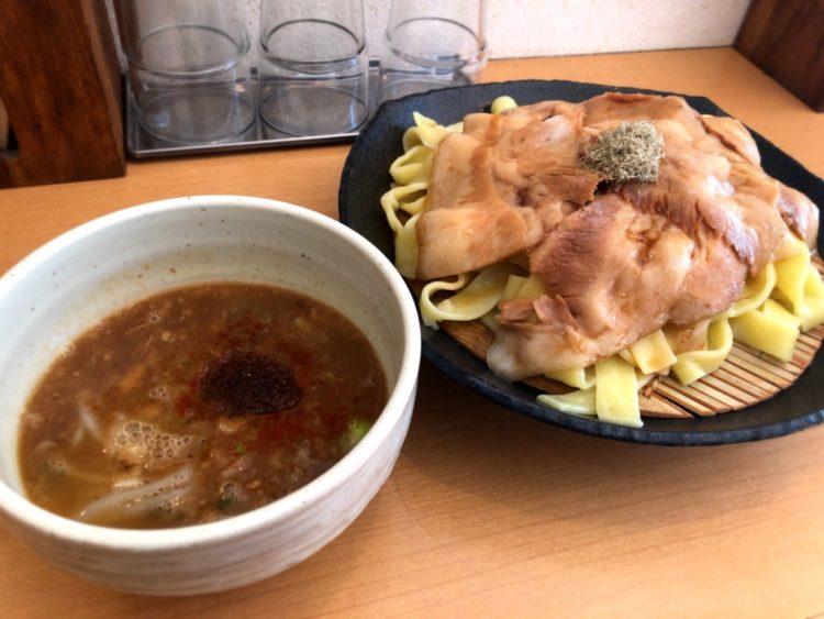 【魚とん@小川町】トロットロのチャーシューと極太平打ち麺の魚介つけ麺!